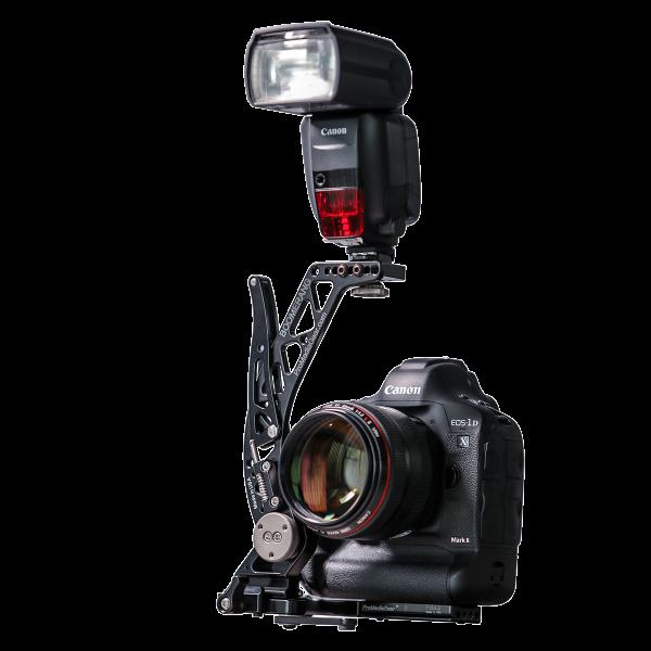 ProMediaGear BBGV2 Flash Bracket Boomerang Blitzhaltearm schwenkbar für Kameras mit BG